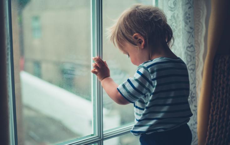 Éducation non-sexiste : «Aider son petit garçon à verbaliser ses émotions»
